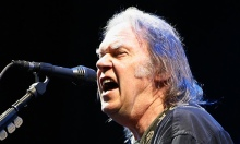 Neil-Young---is-it-live-o-011
